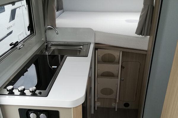 Camping_car_neuf_Adria_Compact_SP_Plus_2020_cuisine_nuit