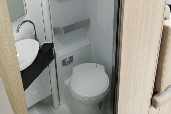 Camping_car_neuf_Adria_Compact_SP_Plus_2020_toilettes