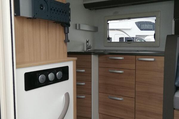 Camping_car_neuf_Adria_Matrix_600_DT_Axess_2020_cuisine